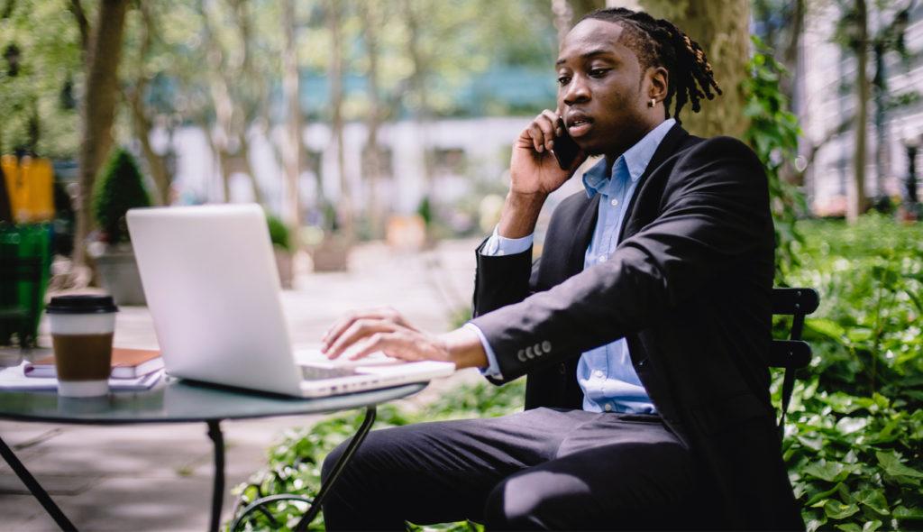 Как устроится на работу онлайн-консультантом и сколько на этом можно зарабатывать